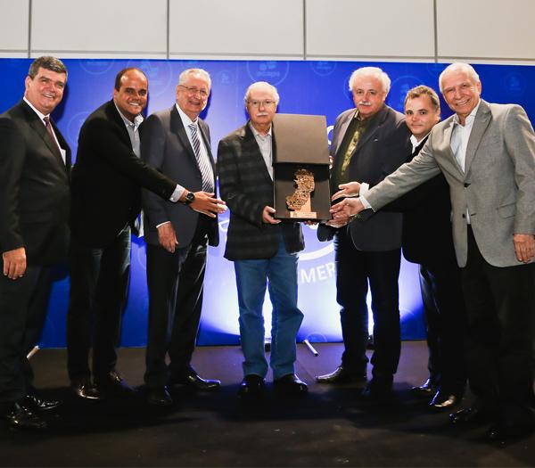 Fornecedores e entidades s�o premiados com Trof�u Estande de Ouro